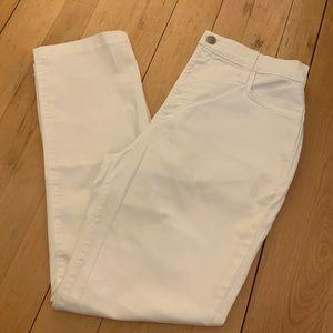 Denim - NYDJ White denim Life & Tuck Jeans size 10 GUC